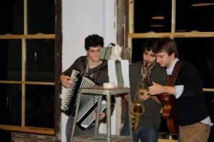 Los Three Amigos perform to end the night.